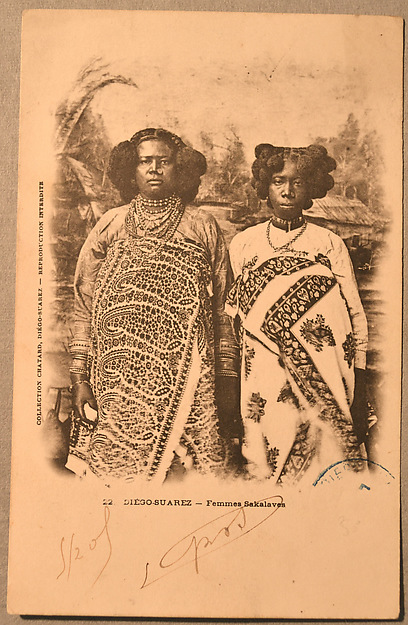 Sakalava women [Queen Binao of the Sakalava kingdom, r. 1895-1927, and attendant]